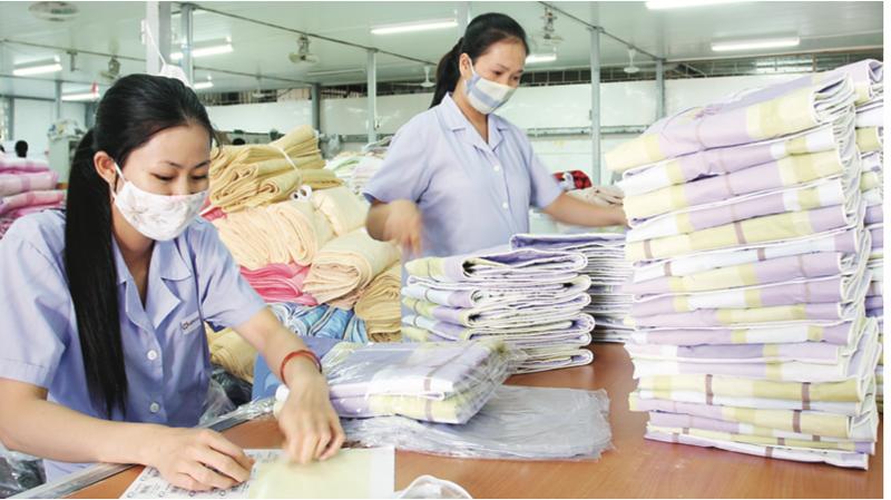 Khó khăn nhất của doanh nghiệp hiện nay là vẫn phải trả lương cho công nhân khi tạm dừng việc.
