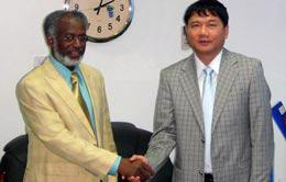 Ông Đinh La Thăng, Chủ tịch Petro Vietnam (bên phải), tiếp kiến Bộ trưởng Bộ Dầu mỏ Sudan.