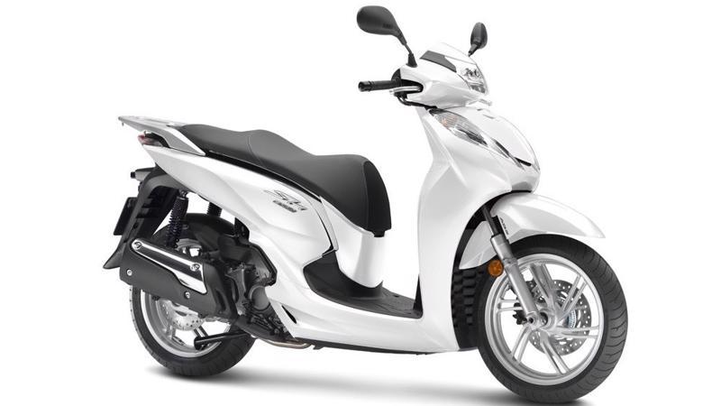 SH300i phiên bản mới tiếp tục sở hữu diện mạo sang trọng với 6 tùy chọn về màu sắc kết hợp với những đường nét thiết kế mang đậm phong cách châu Âu.