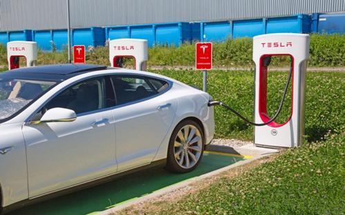 Tesla nhận được hơn 1.800 đơn hàng cho phiên bản giá rẻ Model 3 mới ra mắt chỉ trong một ngày - Ảnh: Getty Images.