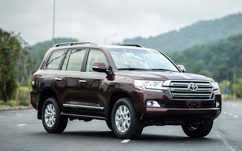 2 trong 3 chiếc xe mà doanh nghiệp tặng tỉnh Ninh Bình có giá trên 2 tỷ đồng.<br>