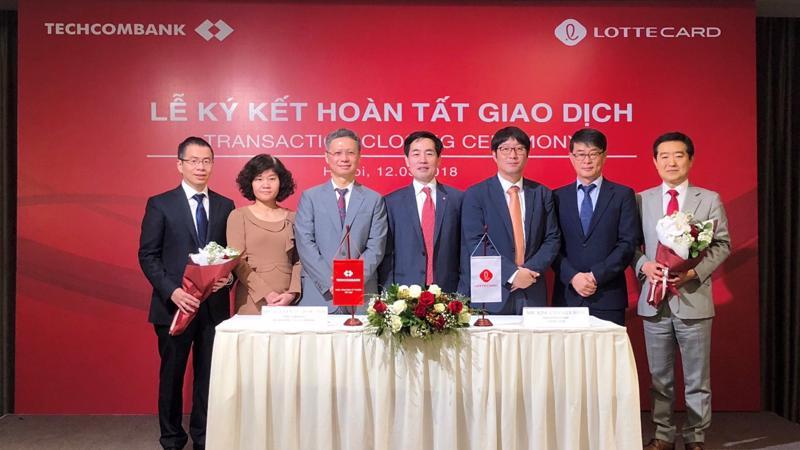 Lễ ký kết hoàn thành chuyển nhượng vốn góp tại TechcomFinance cho Công ty TNHH Thẻ Lotte.