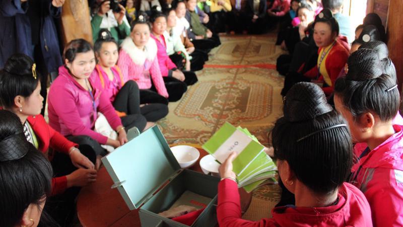 Một buổi sinh hoạt chia sẻ bản tin dự báo vụ mùa ở xã Mường Phăng, huyện Điện Biên, tỉnh Điện Biên