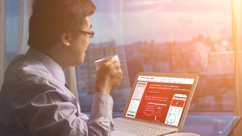 """Bên cạnh việc miễn phí toàn bộ các giao dịch trong và ngoài hệ thống, Ngân hàngTechcombank đã triển khai chương trình khuyến mãi """"'Hoàn toàn miễn phí, vô vàn niềm vui"""" với rất nhiều ưu đãi dành cho khách hàng."""