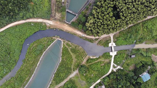 Chất thải gây ô nhiễm nước sông Đà gây ra cuộc khủng hoảng nước cho người dân ở Hà Nội những ngày vừa qua.