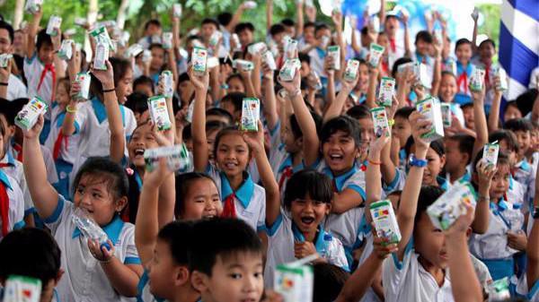 """Tại Hà Nội, đề án """"Sữa học đường"""" đã được phê duyệt để triển khai từ năm học này đến hết năm 2020, với mục tiêu trẻ em mẫu giáo và tiểu học được uống ít nhất một ly sữa mỗi ngày."""
