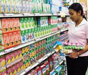 Bộ Y tế kiến nghị Thủ tướng Chính phủ chỉ đạo các bộ, ngành liên quan, các cơ quan thông tin truyền thông tuyên truyền giúp người tiêu dùng hiểu đúng tình hình, tránh tẩy chay các sản phẩm sữa đảm bảo an toàn vệ sinh thực phẩm.