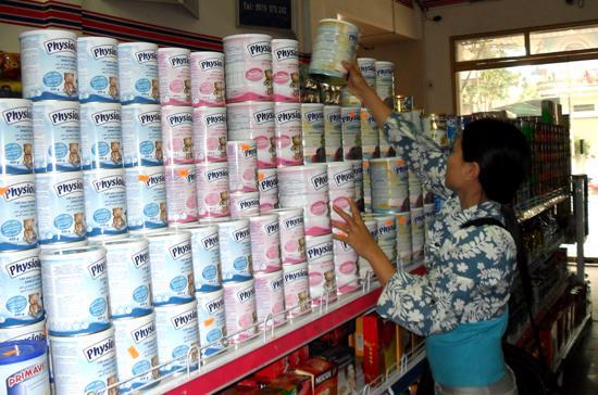 Giá sữa được dự báo còn đứng ở mức cao.