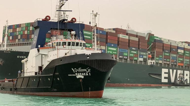 """Công tác """"giải cứu"""" tàu container bị mắc cạn tại Kênh đào Suez chưa có tiến triển - Ảnh: AP"""