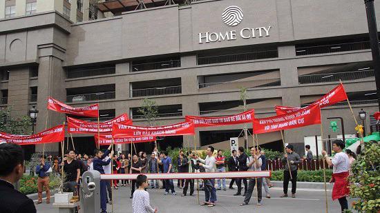 Dự án Home City Trung Kính của Văn Phú Invest bị người dân phản đối vì không thông tin rõ ràng về quy hoạch.
