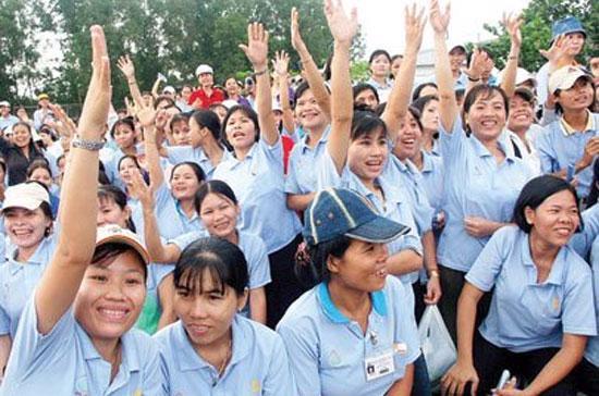 Lao động Việt Nam có giá rẻ nhưng năng suất lại thấp hơn nhiều so với các nước khác - Ảnh: Lê Toàn.