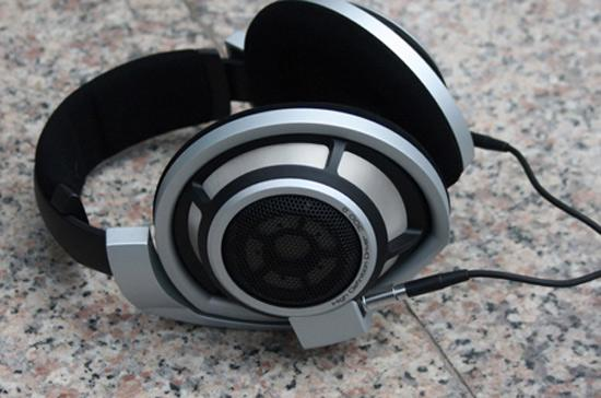 Tai nghe HD-800 có giá là 1.500 USD.