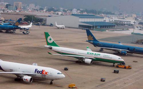 Bà Jung Euth Oh, chuyên gia giao thông cao cấp của Ngân hàng Thế giới  (WB) cho hay, khảo sát của WB chỉ ra rằng, 80% các sân bay Việt Nam hoạt  động với công suất thấp hơn 5%, trong đó có đến 8% các sân bay làm ăn  thua lỗ.