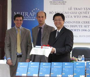 Bộ sách này là quà tặng của Dự án Hỗ trợ thương mại đa biên (Mutrap) cho Việt Nam.