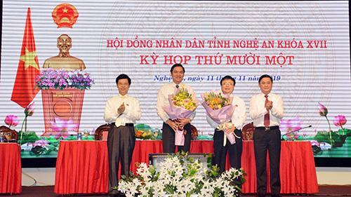 Lãnh đạo Nghệ An chúc mừng 2 tân Phó chủ tịch UBND tỉnh.