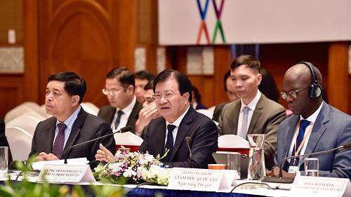 Phó thủ tướng Trịnh Đình Dũng phát biểu tại Diễn đàn - Ảnh: VGP
