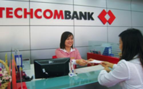 Techcombank còn hỗ trợ doanh nghiệp bằng việc đưa ra chính sách giá cạnh  tranh, ưu đãi đối với từng khách hàng cụ thể, dựa trên các tiêu chuẩn  đánh giá xếp hạng tín dụng.