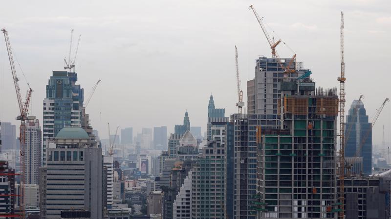 Bùng nổ xây dựng tại Bangkok và nhiều thành phố khác dẫn tới dư thừa nguồn cung bất động sản - Ảnh: Reuters