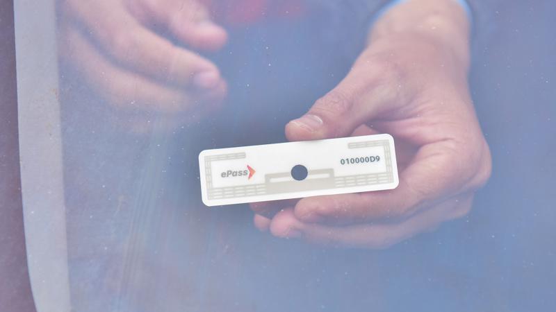 Sử dụng hệ thống thu phí không dừng ePass, người tham gia giao thông giảm thời gian đi qua trạm thu phí khoảng 60 lần so với thu phí bằng cách soát vé thủ công.