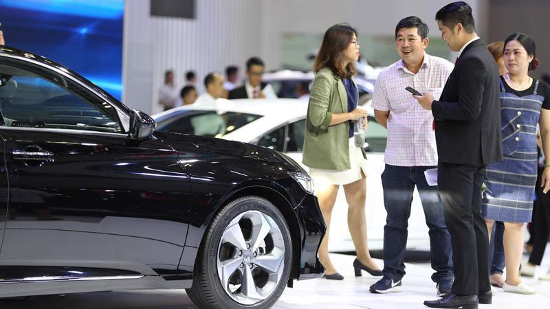 Người tiêu dùng đang được hưởng lợi từ các chương trình kích cầu bởi các các xe ô tô và đại lý.