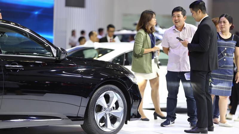 Người tiêu dùng ô tô đang được hưởng lợi khi nhiều mẫu xe trên thị trường đượ giảm giá, khuyến mại.