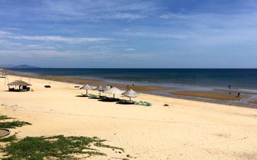 Bãi biển tại Hà Tĩnh và Quảng Bình vẫn chưa thu hút được nhiều khách du lịch sau sự cố ô nhiễm do Formosa gây ra.