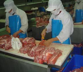 Giết mổ gia súc theo quy trình khép kín được khuyến khích áp dụng.