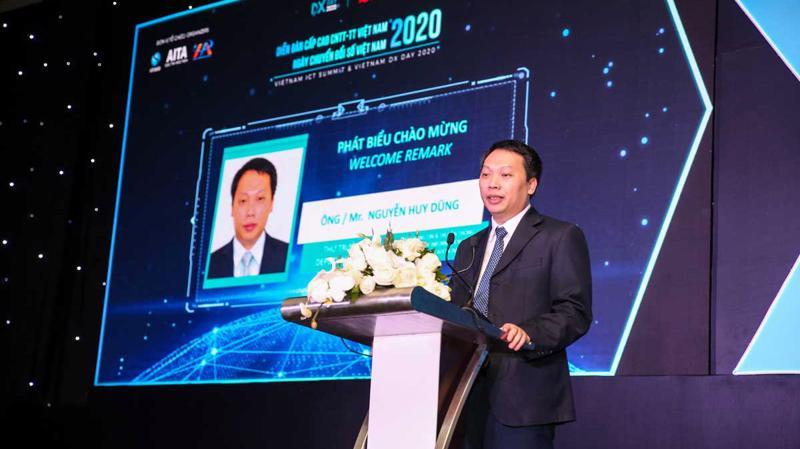 Thứ trưởng Bộ Thông tin và Truyền thông Nguyễn Huy Dũng tại Diễn đàn cấp cao Công nghệ thông tin – Truyền thông Việt Nam năm 2020 chiều 14/12.