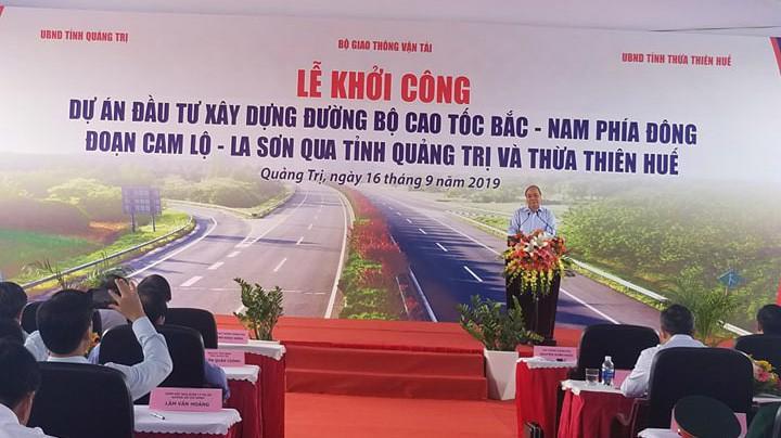Thủ tướng Chính Phủ Xuân Phúc dự lễ khởi công dự án đầu tư xây dựng đường bộ cao tốc Bắc - Nam phía Đông đoạn Cam Lộ - La Sơn.