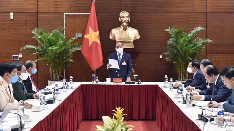 Thủ tướng Chính phủ Nguyễn Xuân Phúc chỉ đạo tại cuộc họp sáng 28/1. Ảnh - VGP.