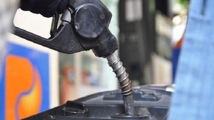 Nâng kịch trần thuế bảo vệ môi trường xăng dầu tạo rủi ro lạm phát.