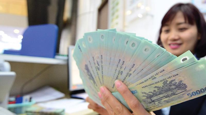 Người lao động vẫn thích nhận thưởng bằng tiền mặt thay vì các hiện vật khác. Ảnh minh họa.