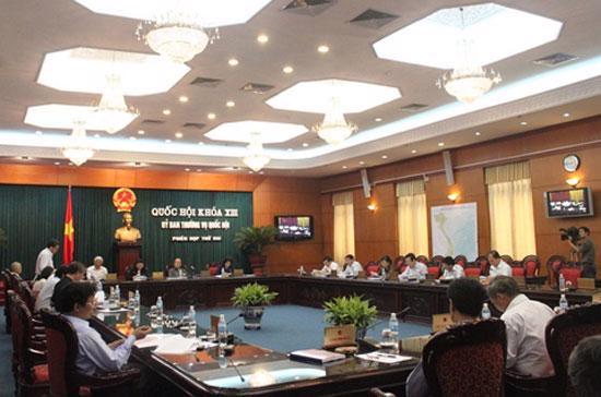 Ủy ban Thường vụ Quốc hội xem xét nhiều dự án luật trước khi trình Quốc hội.