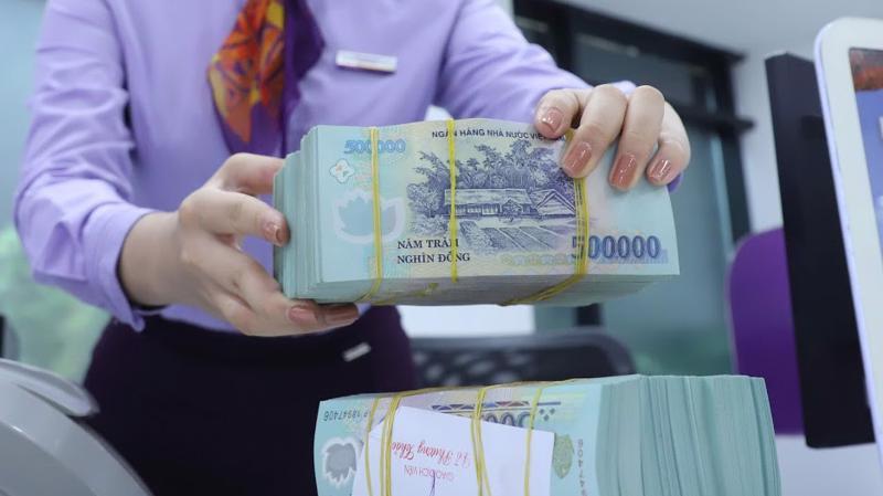 Do nguồn tiền dồi dào, lãi suất liên ngân hàng VND giảm cả 5 phiên trong tuần
