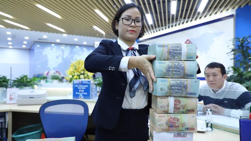 Lãi suất VND liên ngân hàng giảm mạnh - Ảnh: Quang Phúc
