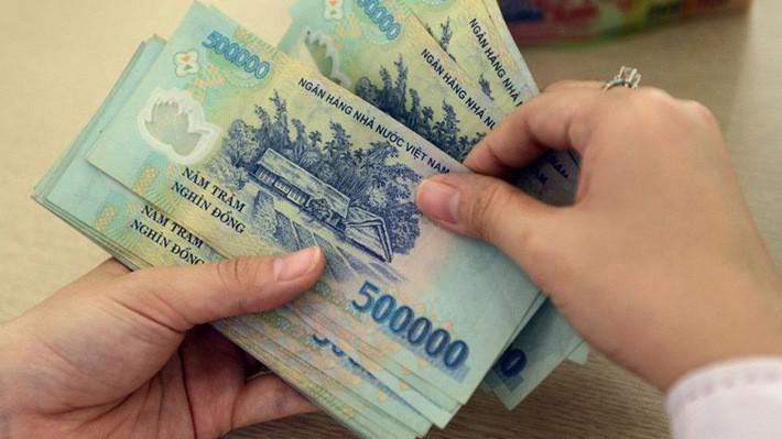 Với chính sách mới về tiền lương, mức lương tối thiểu vùng mới cao hơn mức lương cũ khoảng 180.000 - 230.000 đồng/tháng.