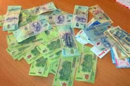 Lượng tiền giả thu giữ được trong năm 2009 chủ yếu có mệnh giá 100.000 đồng.
