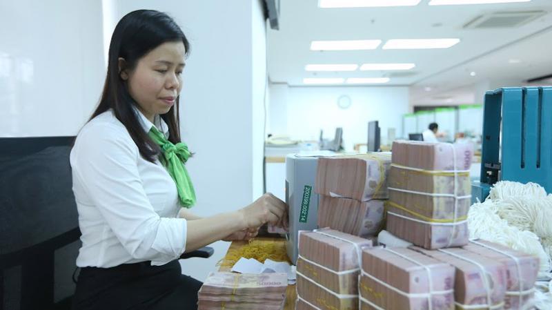 Chính phủ yêu cầu các tổ chức tín dụng tạo điều kiện thuận lợi cho người dân và doanh nghiệp được tiếp cận tín dụng công bằng, minh bạch - Ảnh: Quang Phúc