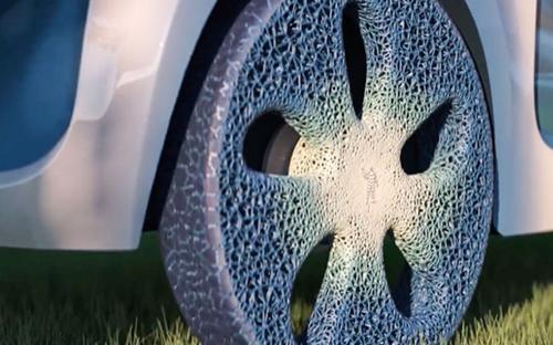 Nhà sản xuất lốp xe Michelin của Pháp cho ra mắt lốp xe concept (bản ý tưởng) in 3D được làm từ vật liệu tái tạo từ bìa cứng, cỏ khô, hay nhựa tái chế... Có kết cấu tương tự rặng san hô, loại lốp này cho phép người dùng tùy chỉnh theo điều kiện sử dụng - Nguồn: CNN.<br>