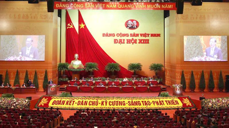 Ngày 28/1, đại biểu dự Đại hội XIII của Đảng làm việc tại hội trường, tiếp tục thảo luận các văn kiện Đại hội.