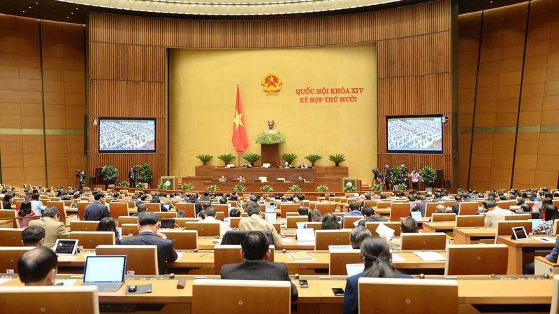 Quốc hội thảo luận ở hội trường về dự án Luật Giao thông đường bộ (sửa đổi) sáng 16/11/2020 - Ảnh: Quochoi.vn