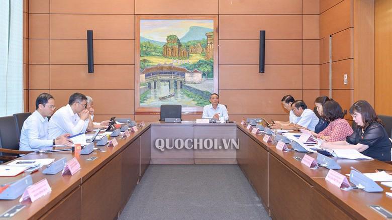 Đầu kỳ họp, Quốc hội đã thảo luận tại tổ về dự án Luật sửa đổi, bổ sung một số điều  của Luật Cán bộ, công chức và Luật Viên chức