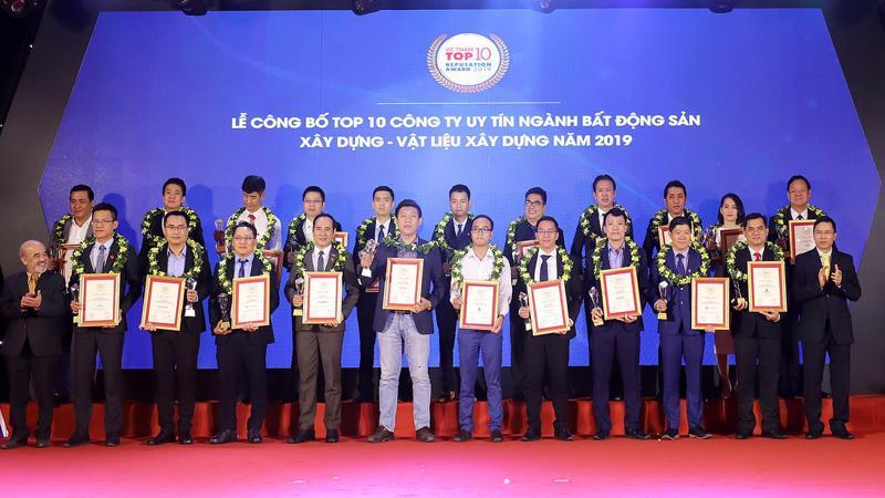 """Nam Long giữ vững danh hiệu """"Top 10 Chủ đầu tư bất động sản uy tín năm 2019"""" - top những doanh nghiệp dẫn đầu ngành bất động sản."""