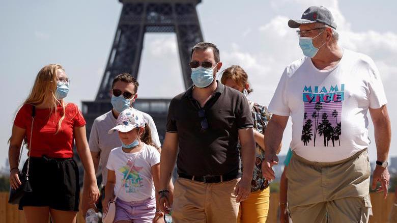 Lượng du khách quốc tế toàn cầu giảm 1,1 tỷ lượt trong năm 2020 do ảnh hưởng bởi đại dịch Covid-19 - Ảnh: Reuters