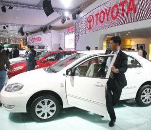 Tính đến tháng 7/2009, doanh số của Toyota tại Trung Quốc chỉ tăng có 5%, bất chấp việc hãng xe Nhật này giới thiệu hai mẫu xe đa dụng có tính năng thể thao (SUV) mới - Ảnh: Bloomberg.