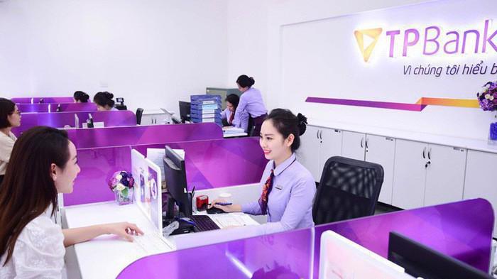 TPBank cũng là ngân hàng đầu tiên triển khai thẻ chip kết hợp contactless (không tiếp xúc) tại Việt Nam.