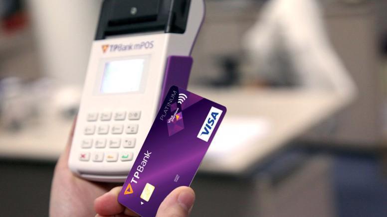 Chỉ cần đặt TPBank payWave cạnh POS/mPOS và thế là thanh toán.