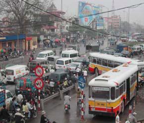 Môi trường và giao thông sẽ là những thử thách lớn cho Việt Nam trong tương lai khi các thành phố ngày càng phát triển và số lượng xe cộ tham gia giao thông tăng.