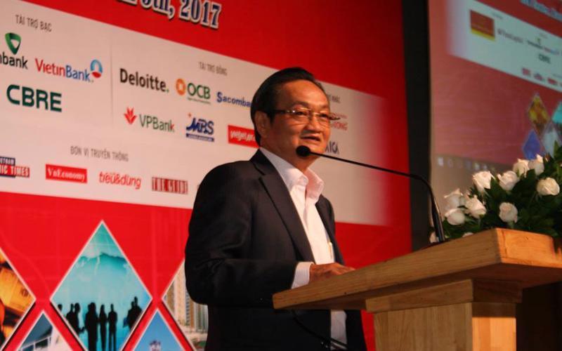 Chuyên gia kinh tế Trần Du Lịch phát biểu tại hội thảo.