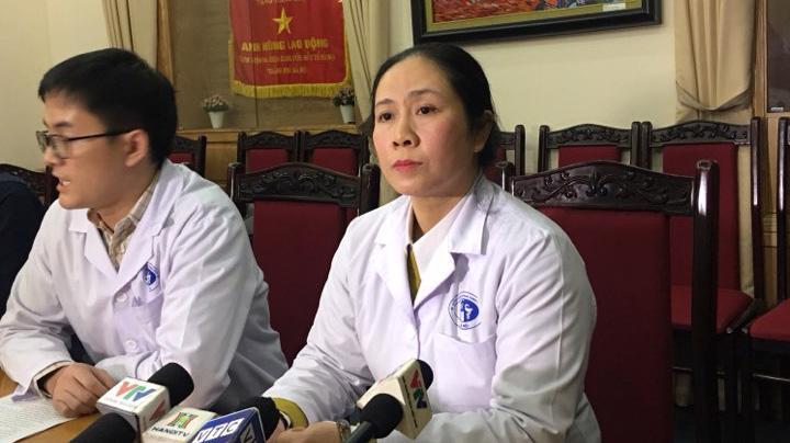 Bà Trần Liên Hương, Phó giám đốc Bệnh viện đa khoa Xanh Pôn trả lời báo chí trưa 12/10. Ảnh - Dương Nhật.